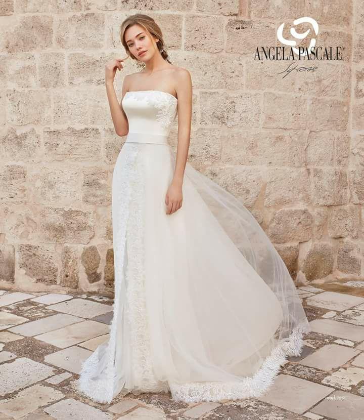 una bella donna in abito da sposa con scritta ANGELA PASCALE