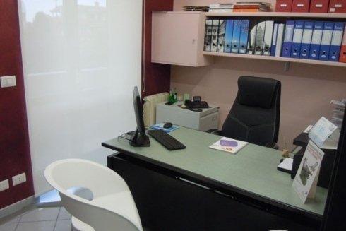scrivania studio dentista