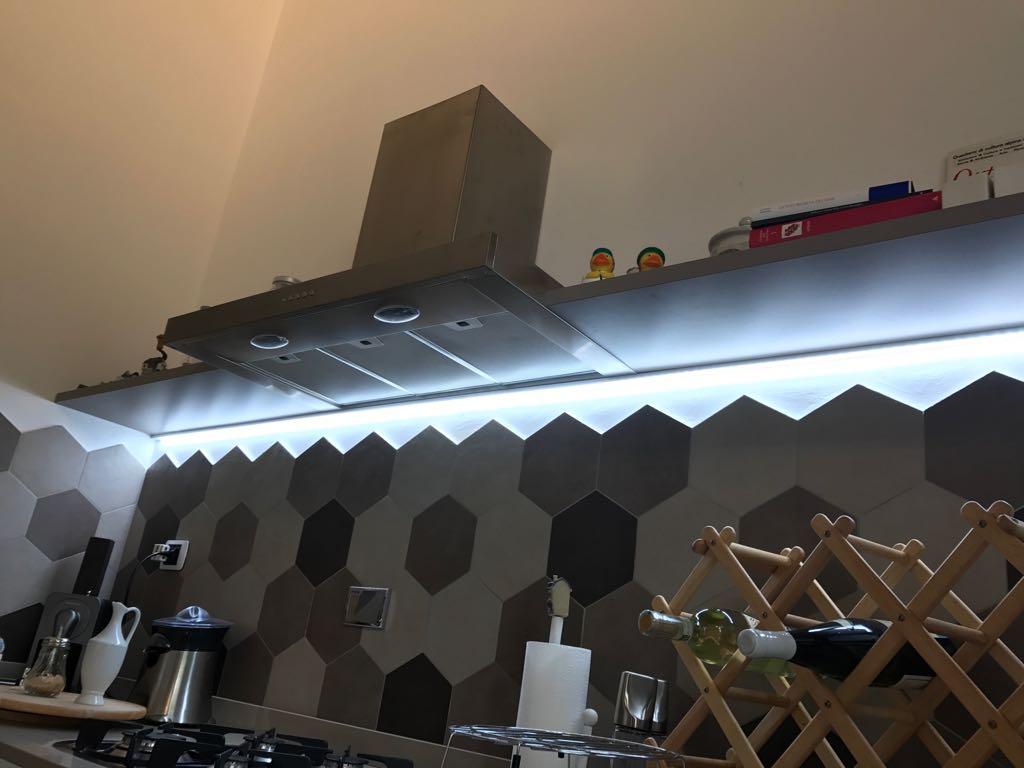 cucina con illuminazione a led