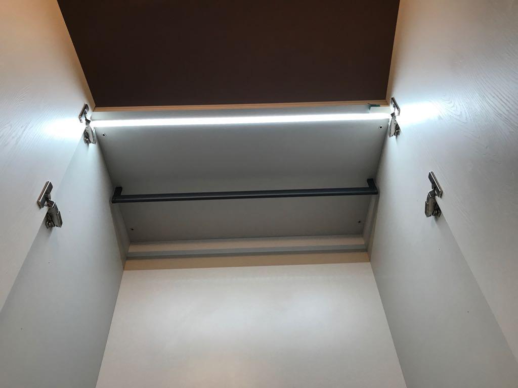 interno armadio illuminato