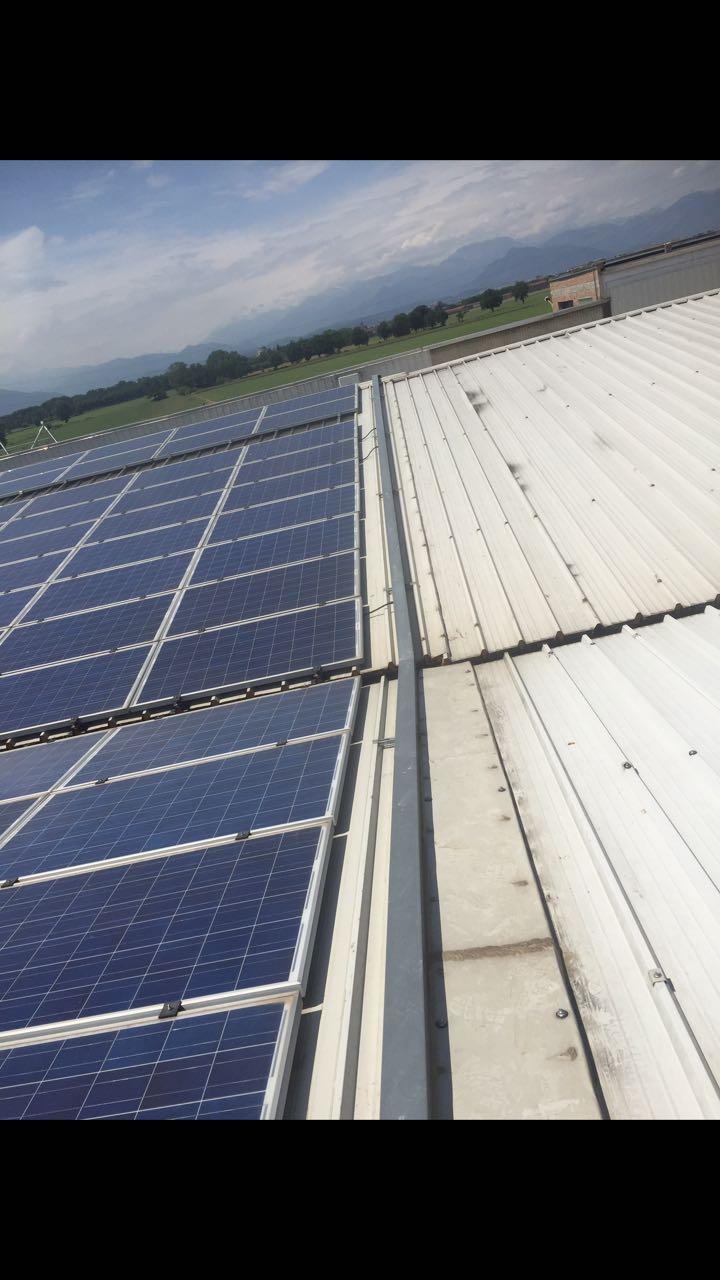 impianto fotovoltaico su tetto di azienda