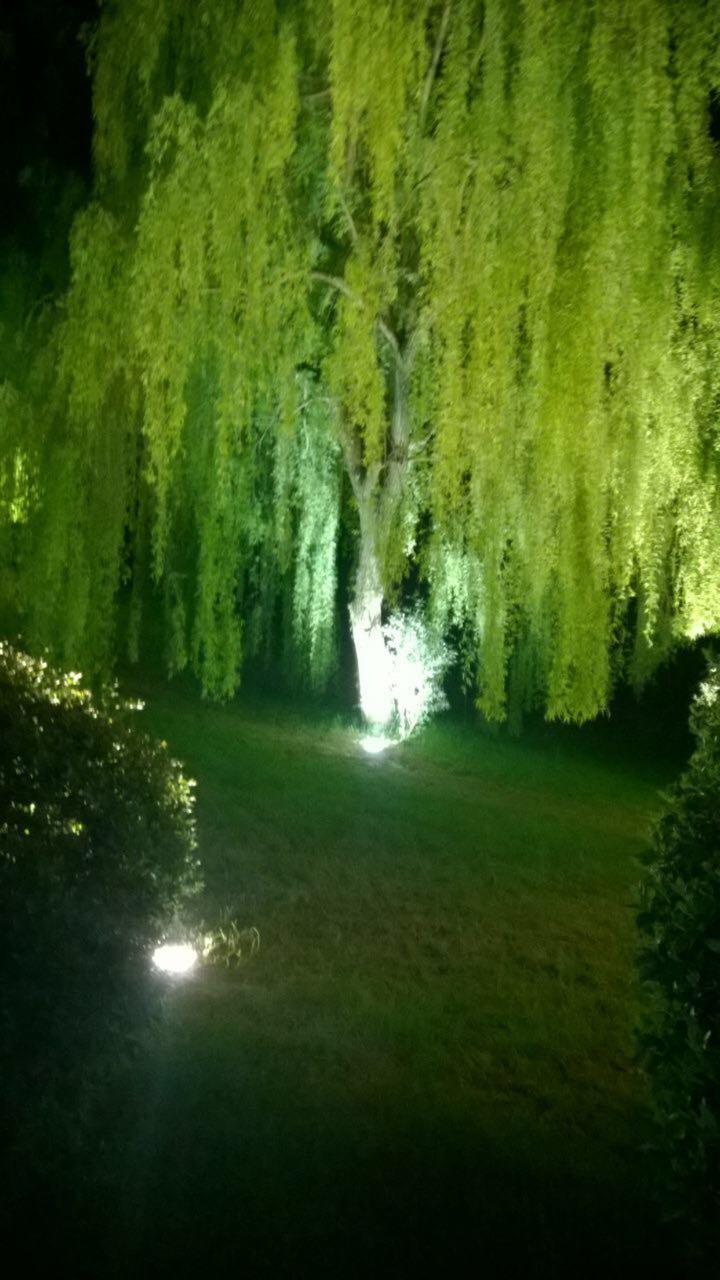 illuminazione esterna di notte