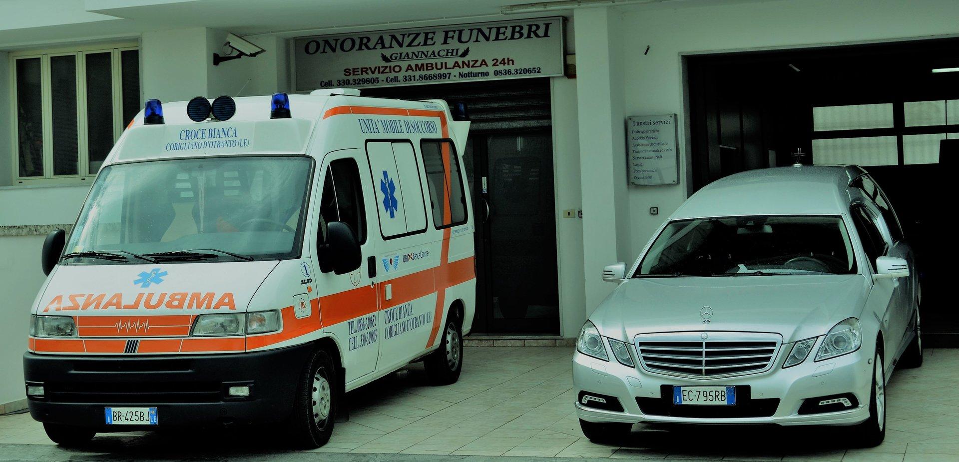 ambulanza e auto funebre