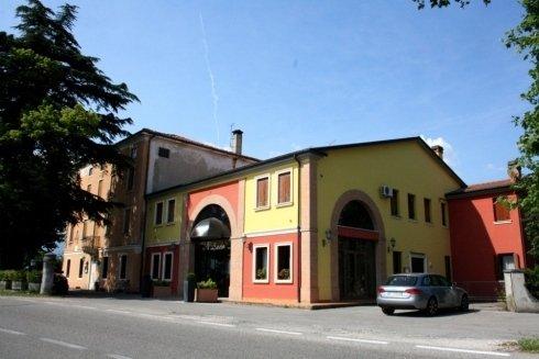 trattoria italiana, tavoli ristorante, pranzo e cena