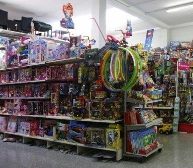 giocattoli per bambini, robot, bambole