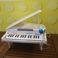 PIANOFORTE A CODA GIOCATTOLO CON MICROFONO
