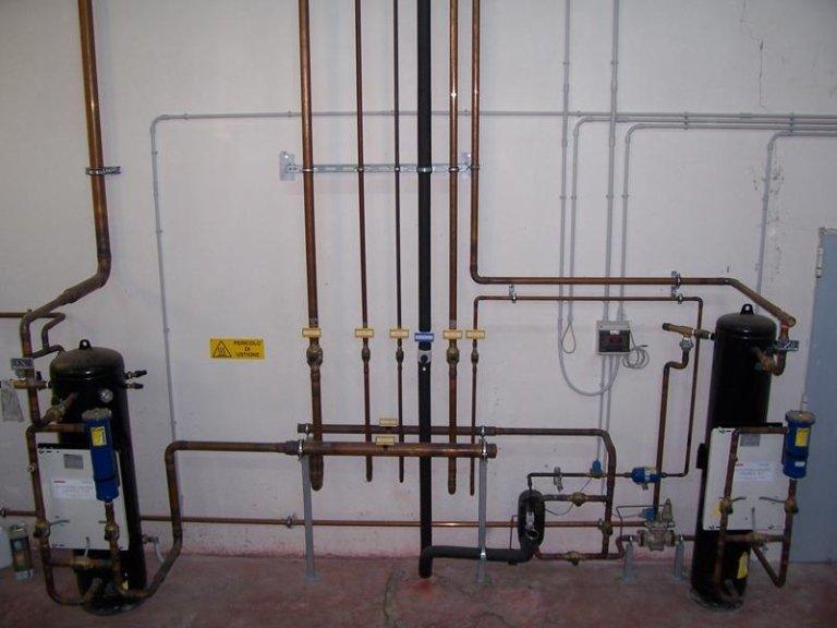 particolare linea di distribuzione Gas Freon