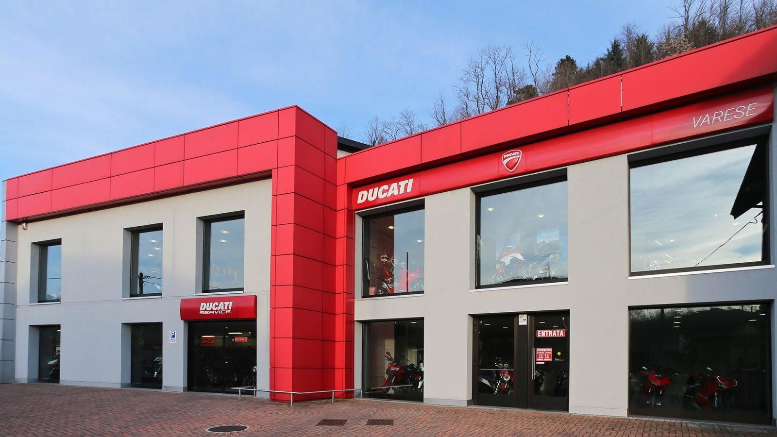 vista dall'esterno dello showroom Ducati