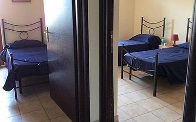 camere ospite con porta aperta