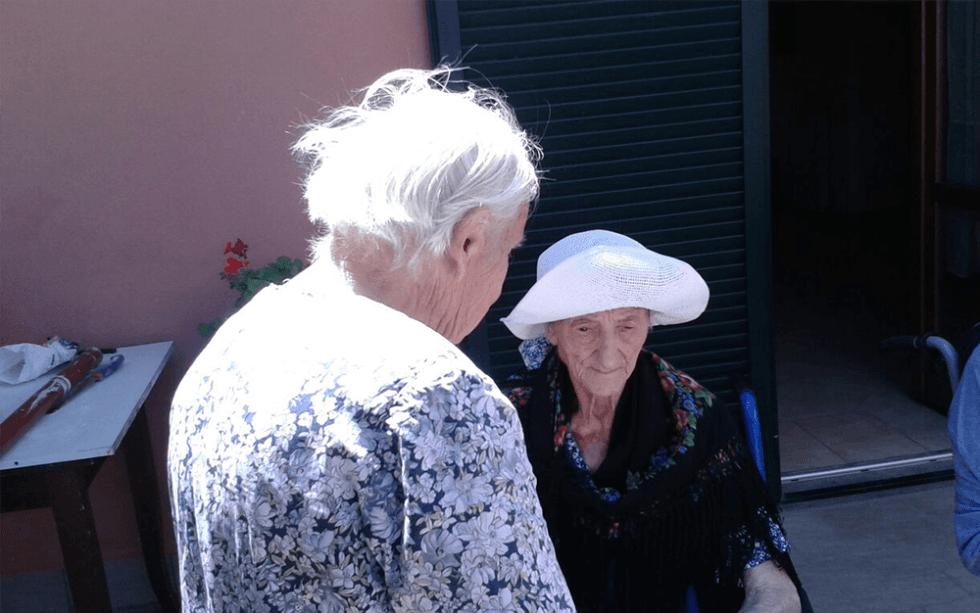 due donne anziane