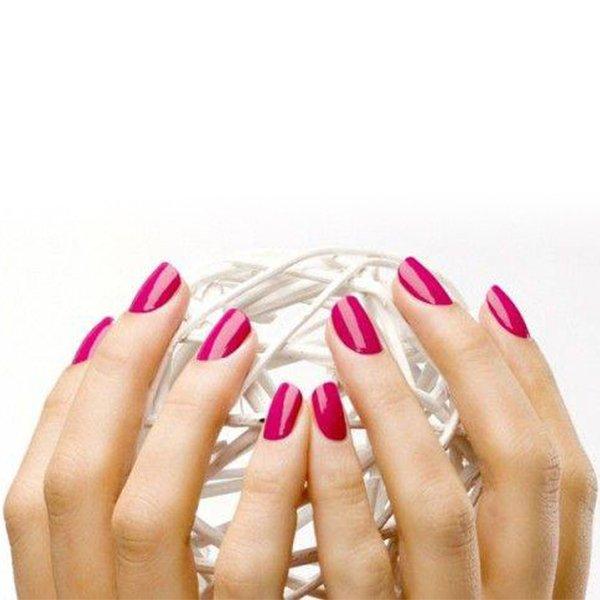 Mani femminili dopo il trattamento manicure