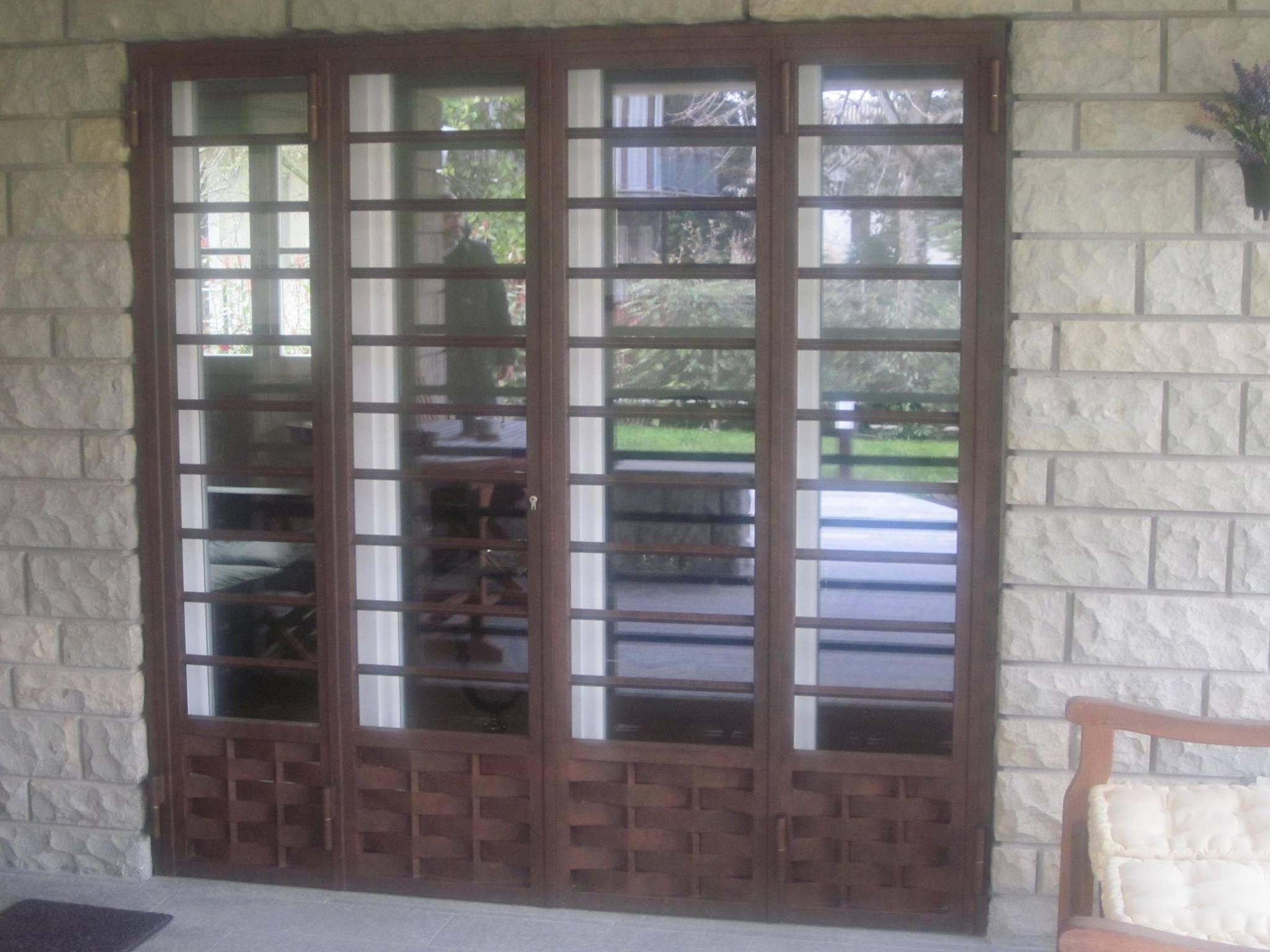 serramenti in ferro e finestra in vetro e pvc