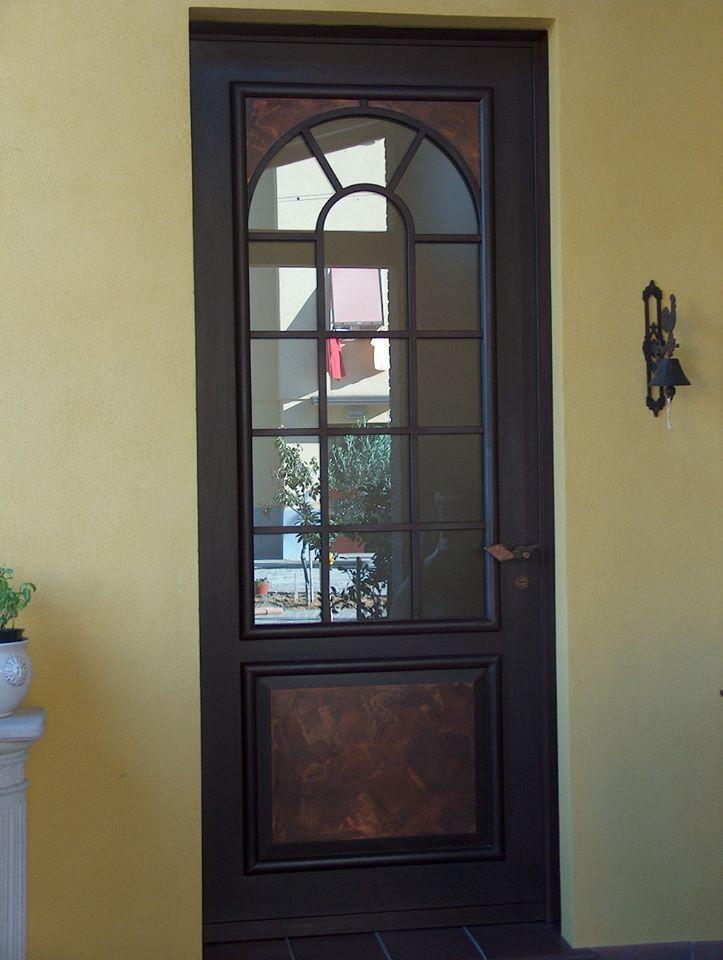 Porta in legno per esterno con vetrata
