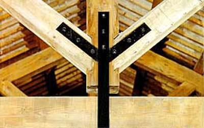 Tavole di legno chiaro con una guida laterale