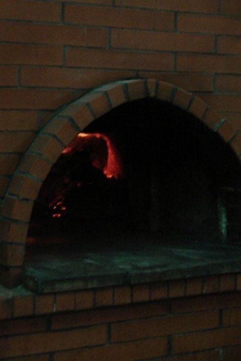 pizza in forno a legna