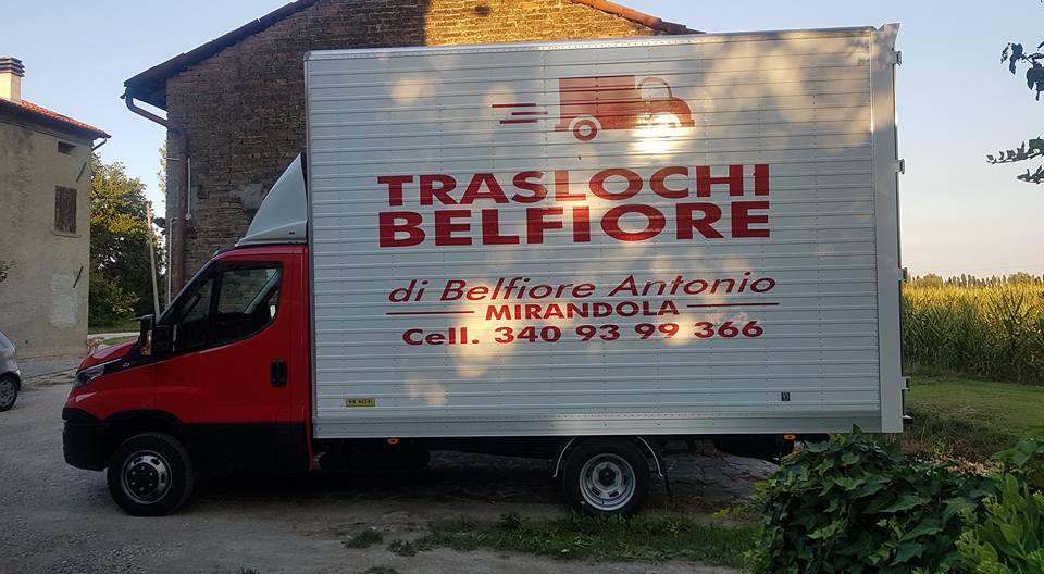camion con pubblicità Traslochi Belfiore