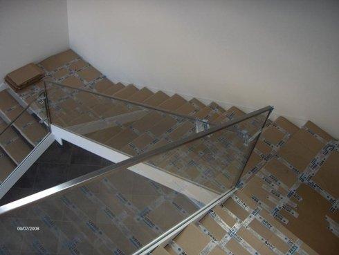 veduta struttura in vetro per scale