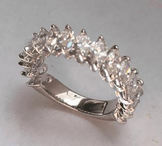 Anello riviera in oro bianco 18 kt con diamanti taglio navette