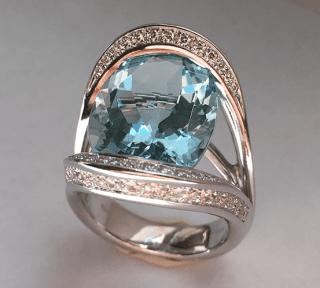 Anello in oro bianco 18 kt con acqua marina e diamanti
