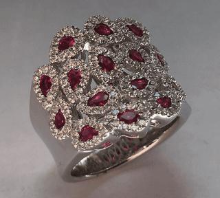 Anello in oro bianco 18 kt con rubini e diamanti