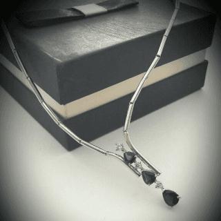 Collana in oro 18 kt zaffiro e diamanti