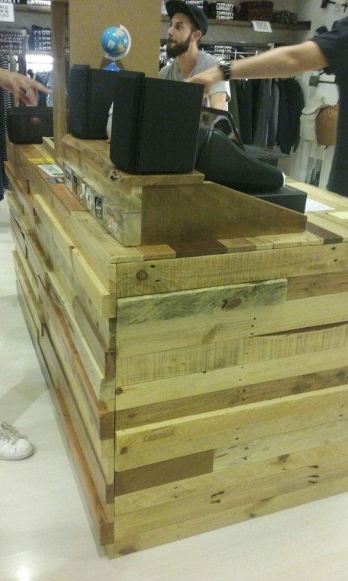 bancone con scarti di legno