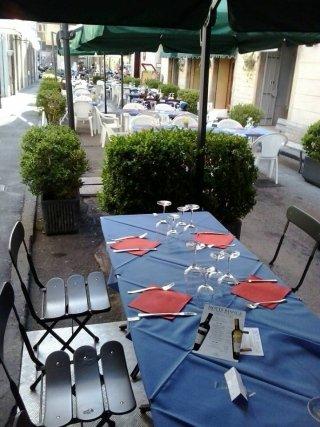 Esterno, ristorante all'apertto