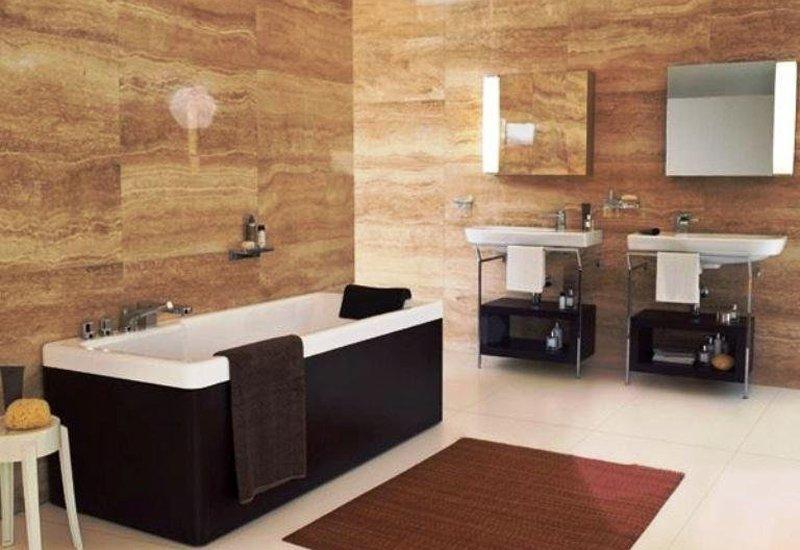 Bagni con rivestimenti in marmo