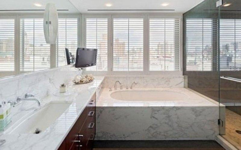 esempio di bagno in marmo