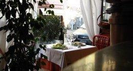 tavolo su vetrina