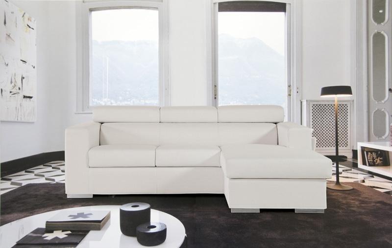 divano ad angolo bianco
