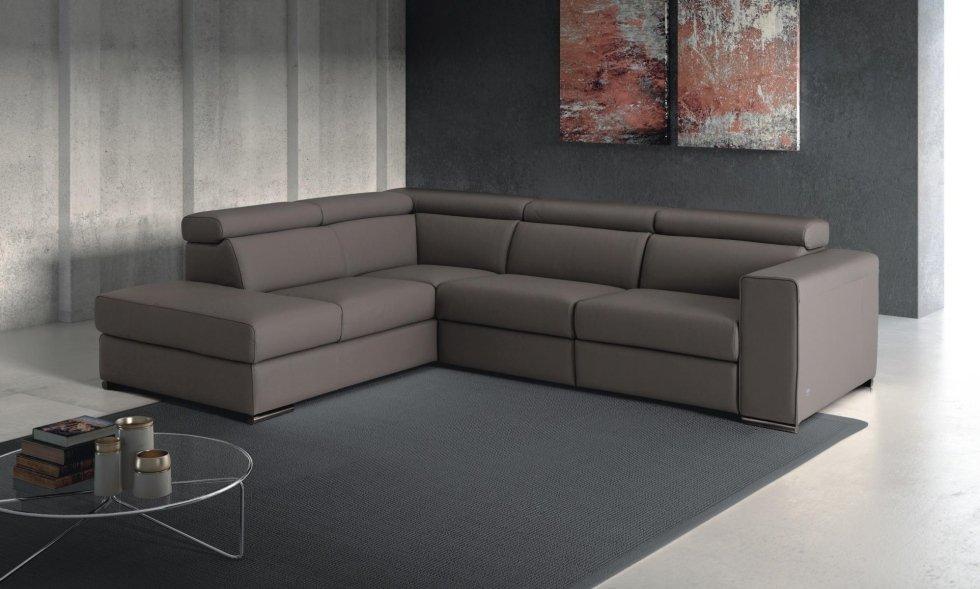 divano ad angolo marrone