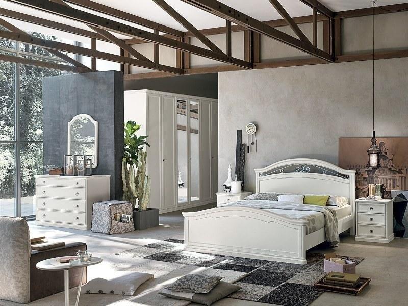 camera da letto con travi a vista in legno