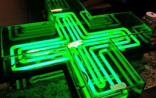 croce neon farmacia