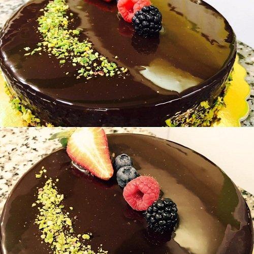 Pasticci di cioccolato con frutta del bosco