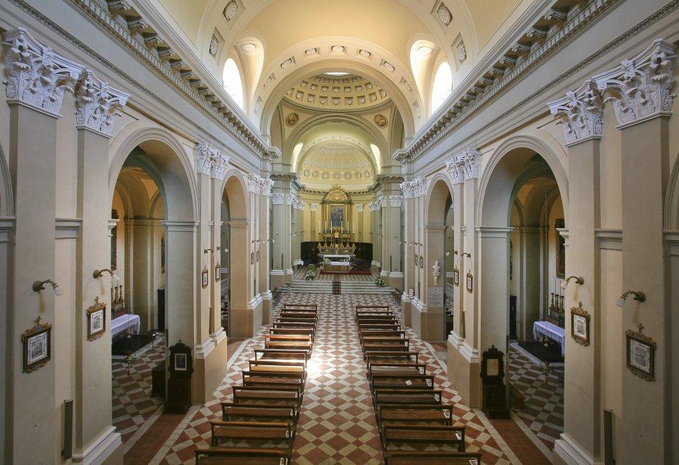 Vista di una chiesa dall'inerno