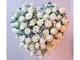 Composizione floreale a cuore