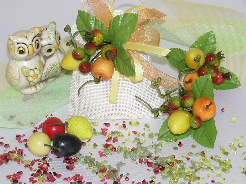 Piccoli frutti artificiali per bomboniere