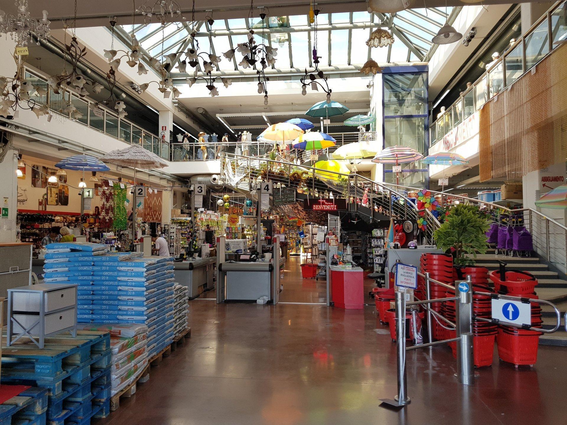 Centro commerciale orario continuato | Cesena, FC | Eco Mercatone