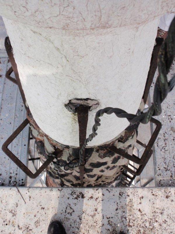 Particolare guglia campanile con graffe