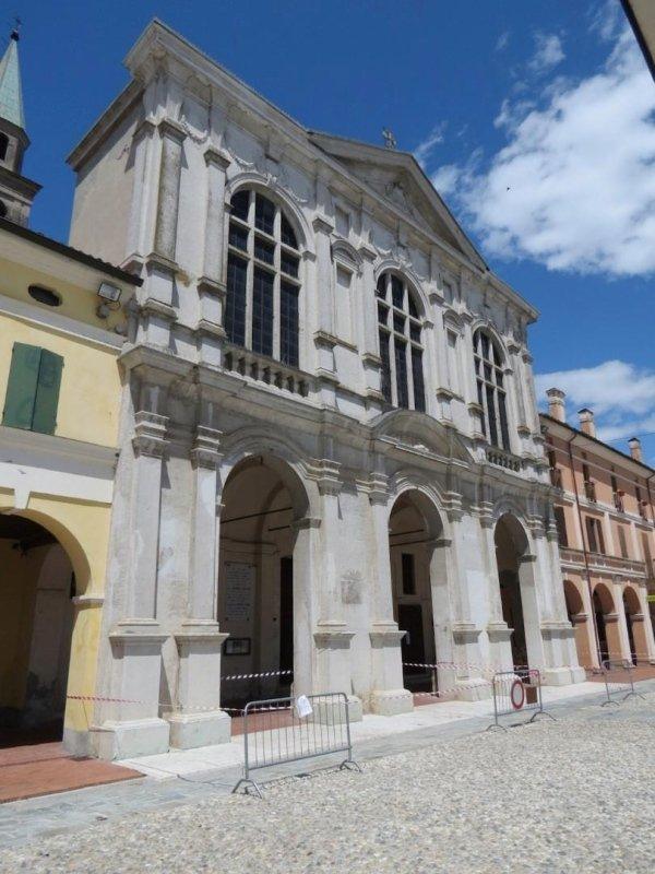 Church façade on Piazza XXII Aprile