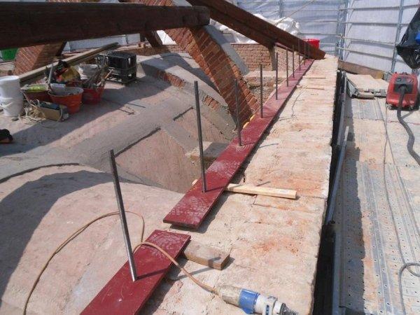 posa catena metallica di collegamento muratura