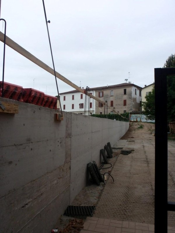 New reinforced concrete retaining wall and foundation on the courtyard side in front of the Maria Immacolata kindergarten