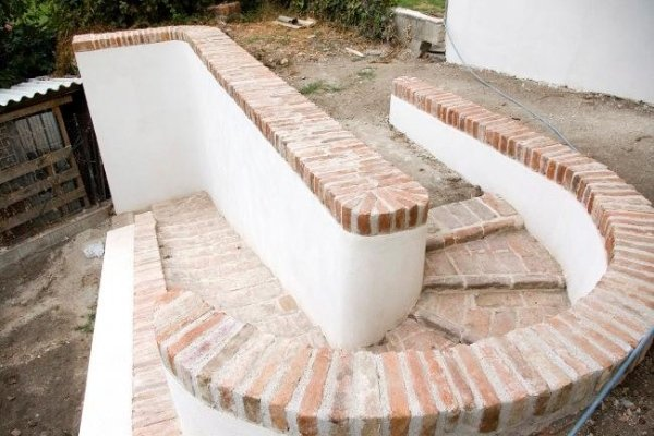 scala di accesso al giardino dopo intervento di recupero