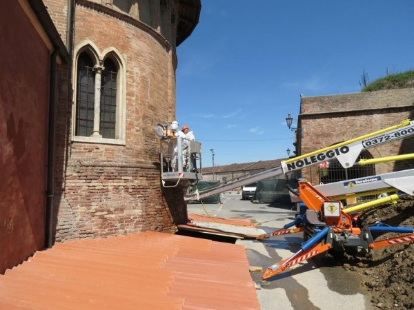monitoring: installation of double-jack on the left side of the apse wall