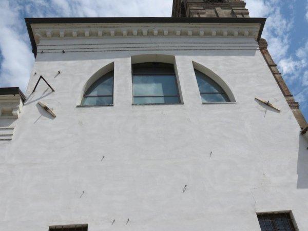 particolare capochiavi a paletto su facciata est