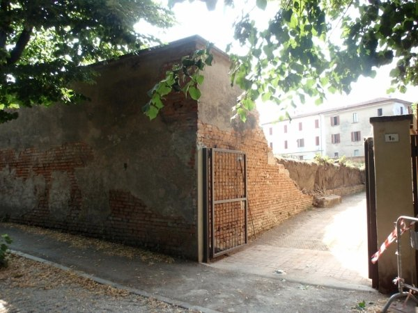 Collapsed portion of the courtyard side inner retaining wall in front of the Maria Immacolata kindergarten