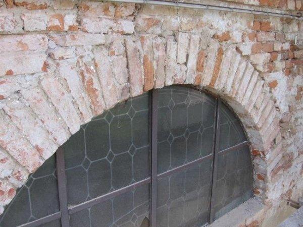 particolare finestra cappella lato ovest