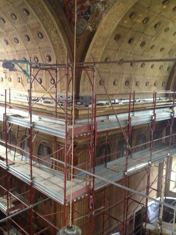 positioning of anchor plates for fixing the tie-rods along the decorated vault cornice