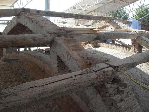 pulizia estradosso volta navata e archi in muratura